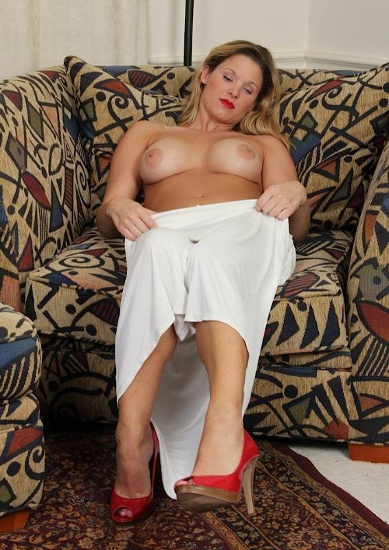 Mommy Emma Profile, Escort 681) 2351323